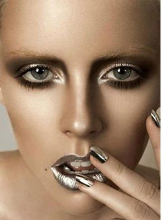 Idee-make-up-Capodanno-2016-Smokey-eyes-effetto-metallizzato