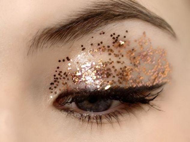 Trucco-occhi-con-paillettes_o_su_horizontal_fixed
