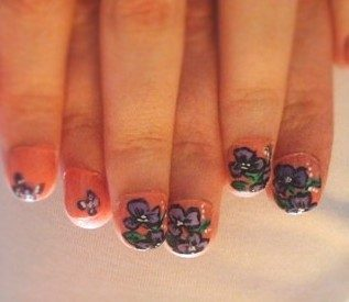 Pansies nail art-violette