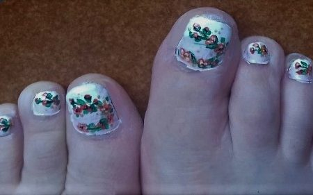 Flowers toe nails