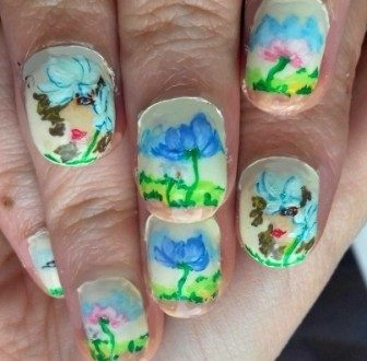 Giant flowers' queen nails