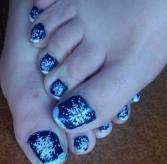 Winter toenails painting