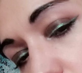Metallic eyeliner makeup look