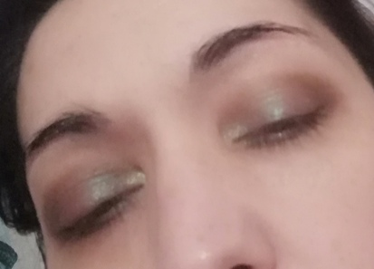 green elegant makeup