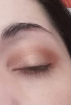 light eyes makeup