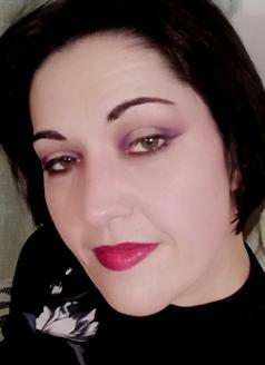 smokey hindash makeup