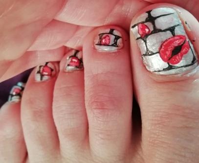 lips nails pedicure