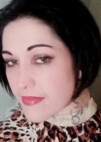 Deep green makeup