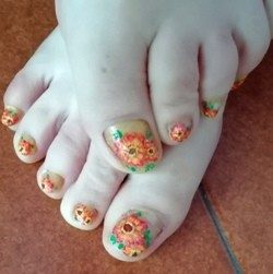 Gerbera pedicure nail art