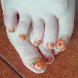 gerbera pedicure nails
