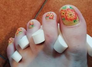 Gerbera pedicure nail art