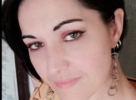 Soft metallic makeup