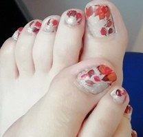 Feet leaves nails
